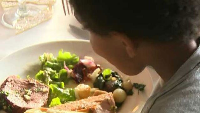 Canceled wedding leads to meals for homeless