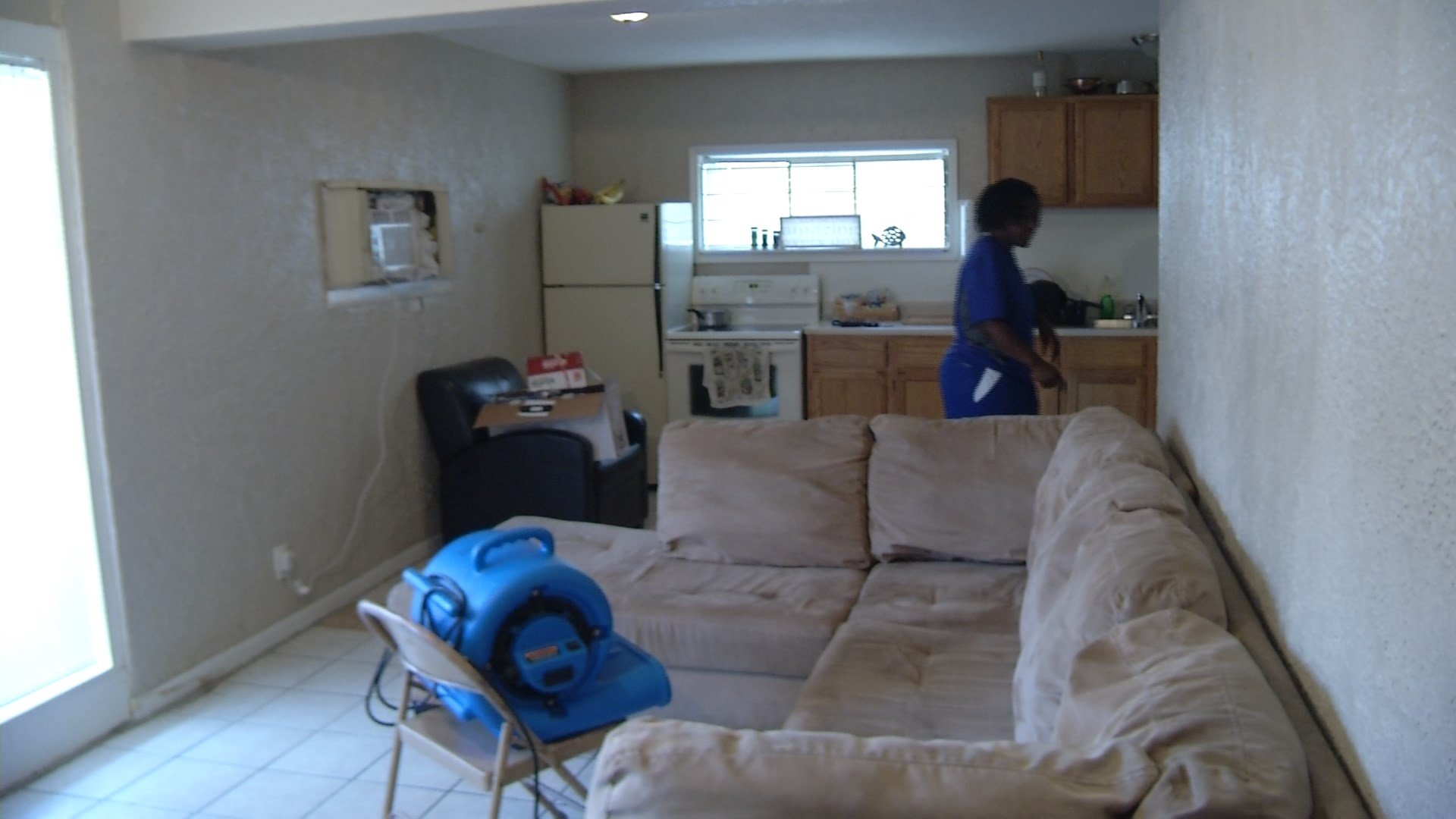 Stacey Carr had to dry vac her apartment due to damage from Friday night's flooding. (Grady Reid/KCTV5)