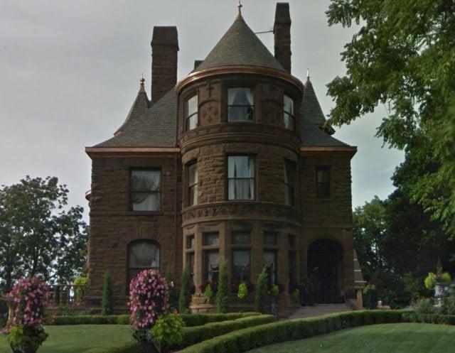 Fire crews battle blaze at historic mansion Cincinnati