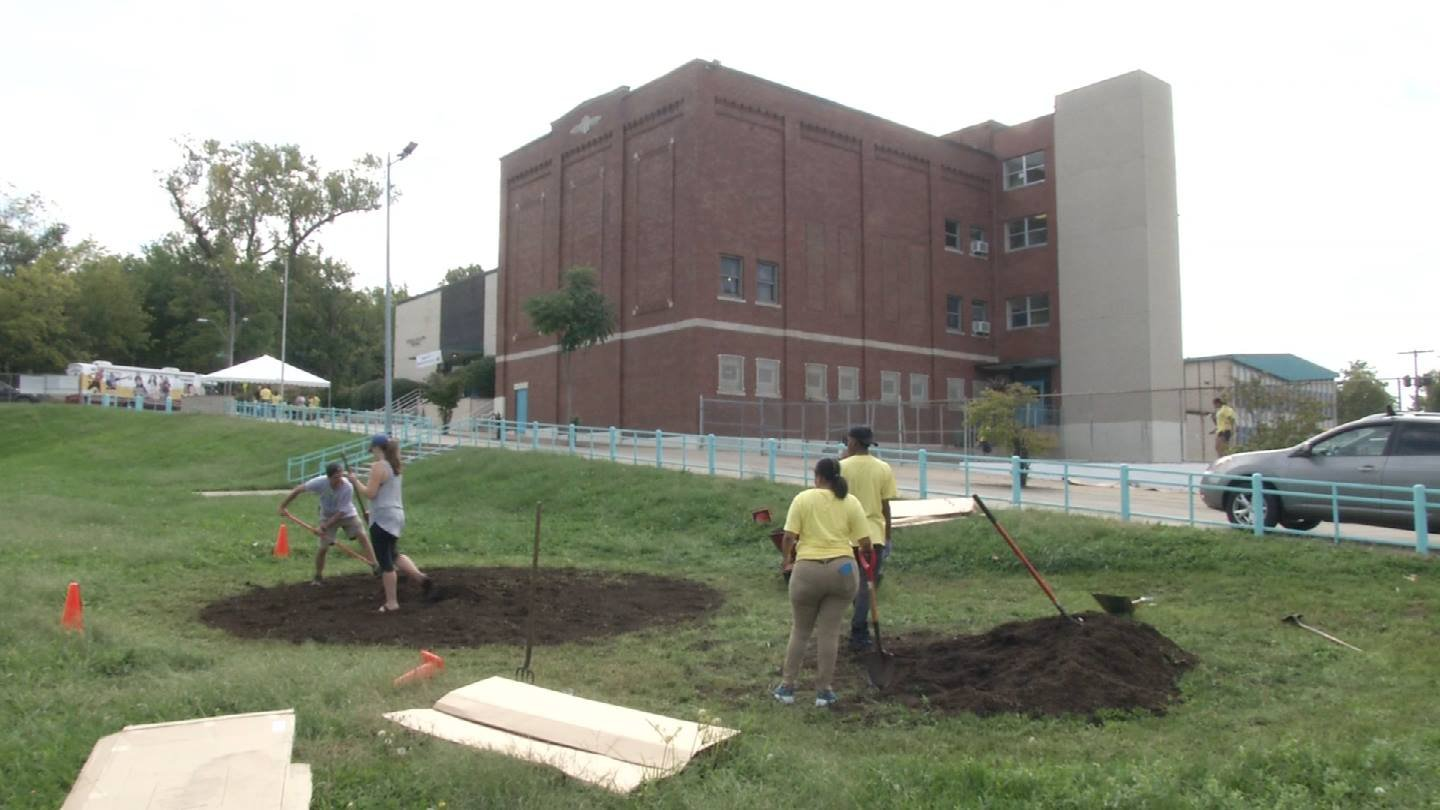 "Volunteers from Truman Medical Centers pitched in to help make Kansas City Neighborhood Academy shine as part of ""Project Sparkle."" (Natalie Davis/KCTV5)"