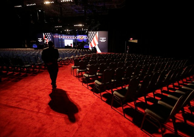 A security official stands in the hall the presidential debate between Democratic presidential candidate Hillary Clinton and Republican presidential candidate Donald Trump at Hofstra University in Hempstead, N.Y. (AP Photo/David Goldman)