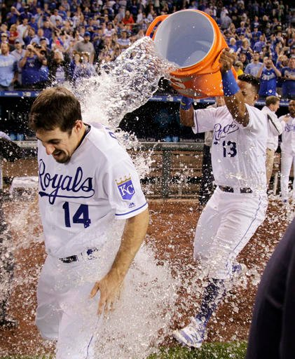 Billy Burns' sacrifice fly scored Raul Mondesi in the 11th inning as the Kansas City Royals defeated the Minnesota Twins 4-3 Tuesday night, staving off postseason elimination. (AP PHOTO)