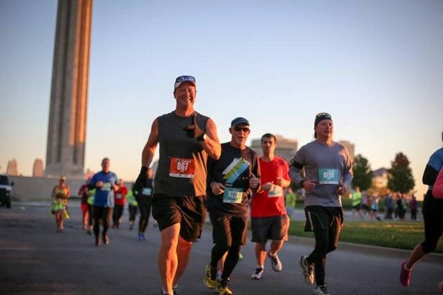 People running in the Kansas City Marathon. (Waddell & Reed Kansas City Marathon with Ivy Investments/Facebook)