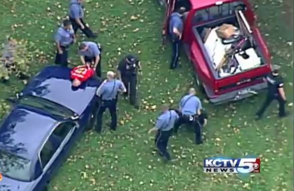 Two people were arrested following a 10-minute police pursuit in Kansas City.(Chopper 5)
