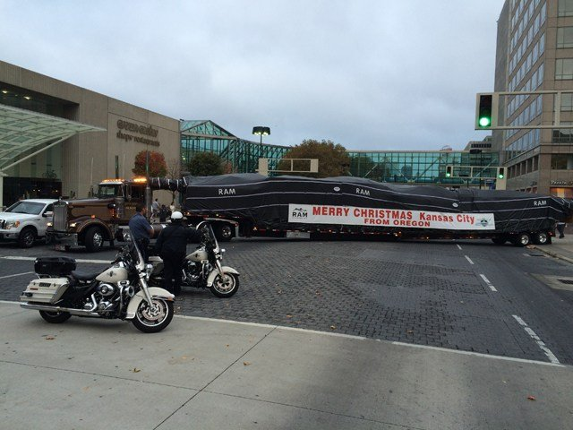 The Mayor's Christmas tree was safely delivered to Crown Center at 9 a.m. on Thursday. (Andrew Zimmerman/KCTV)