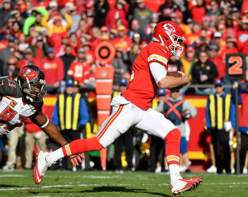 Alex Smith's 11-yard touchdown gave the Chiefs a 10-9 halftime lead. (AP)