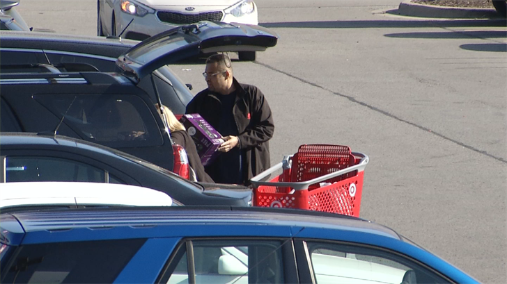 Experts warn shoppers to be careful with their purchases, especially when in the parking lot of a store. (Edwin Watson/KCTV5)