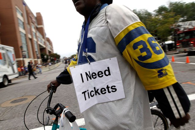 Missouri lawmakers are advancing a bill that would put limits on ticket scalping while also ensuring buyers can resell tickets. (AP)