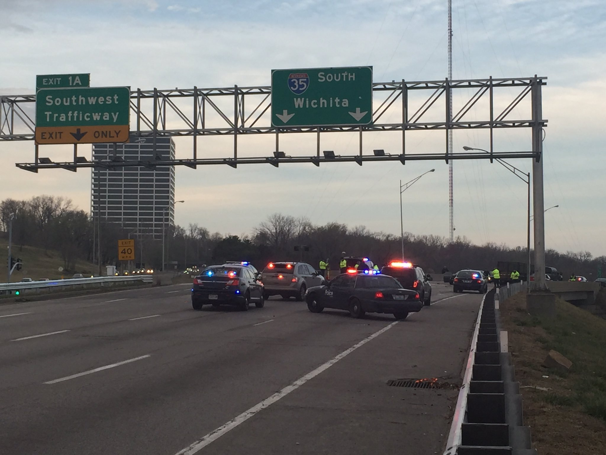 One person has died after a four-vehicle wreck Thursday morning on I-35 just south of downtown Kansas City. (Nate Tacey/KCTV5 News)