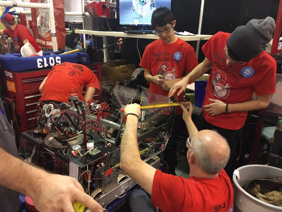 After six weeks of designing and building an original robot from scratch, students make last minute changes. (Abigael Jaymes/KCTV)