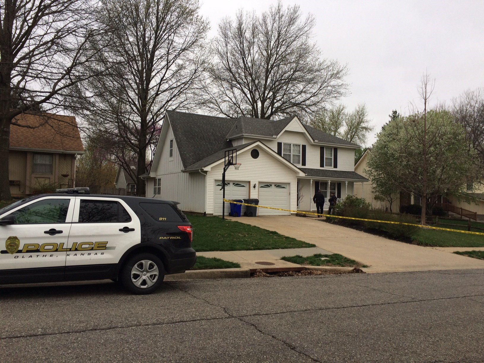 The stabbing is believed to be domestic and the woman's injuries are not life-threatening. (Eric Smith/KCTV)