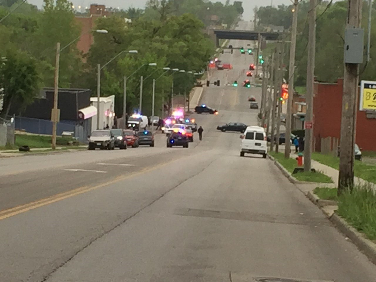 Kansas City police have one man in custody, but are looking for another, following a crash Wednesday evening. (KCTV5)