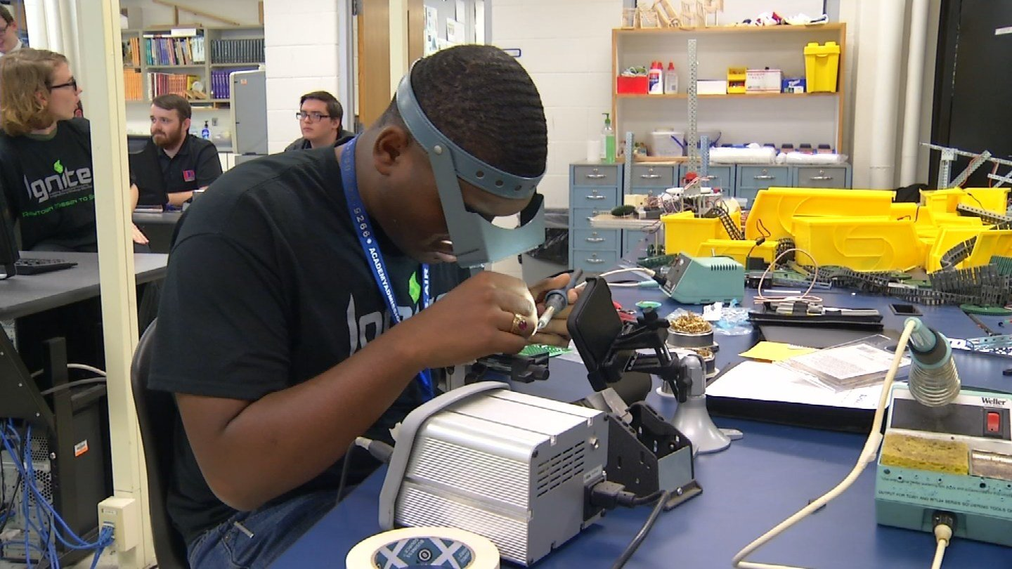 Every Tuesday at 3 p.m., the high school shop classroom transforms into mission control. (KCTV5)