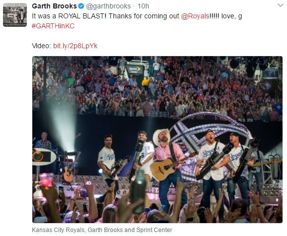 (Credit: @garthbrooks on Twitter)