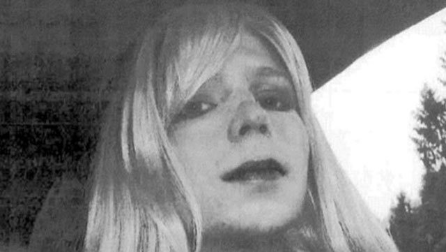 Chelsea Manning issued the statement Tuesday ahead of her release next week, expressing gratitude to her supporters and to former President Barack Obama. (CBS)