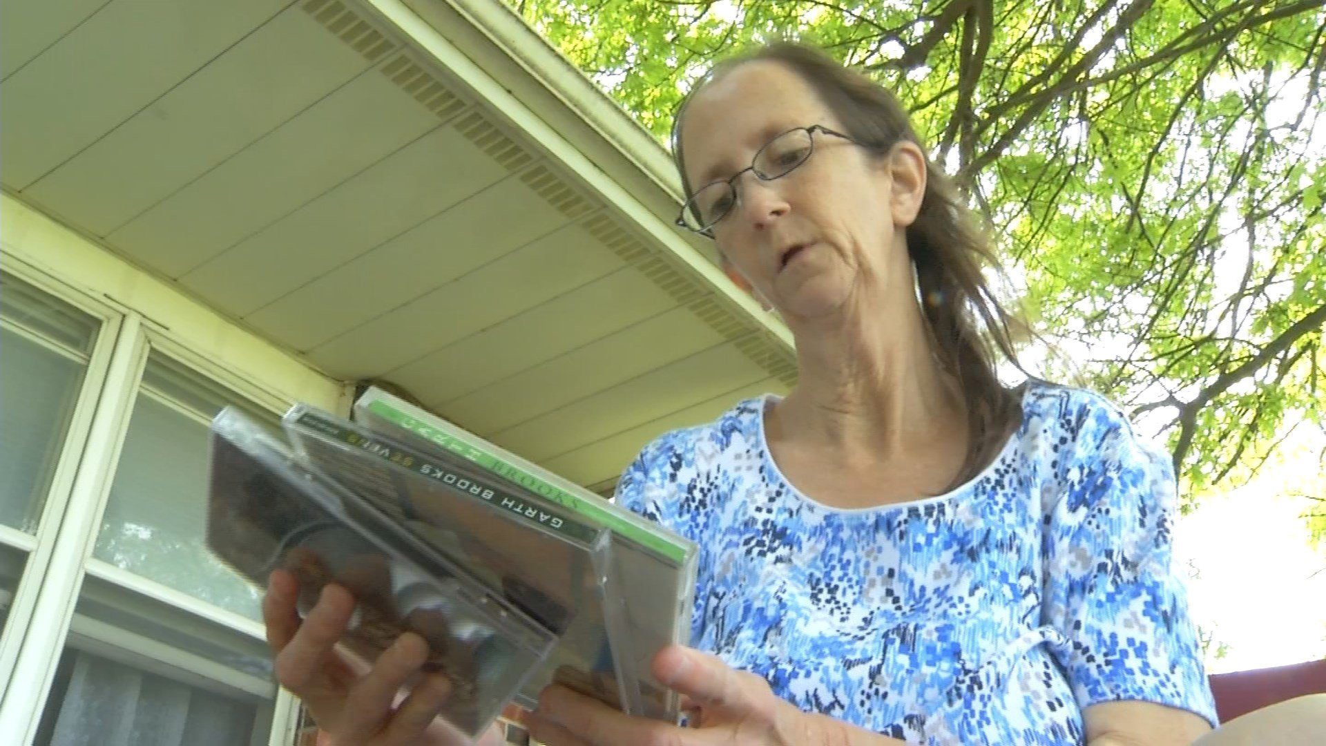 Last week, Shirley Brown opened an envelope containing the chance of a lifetime -tickets to see Brooks from her sister, Linda Cook. (KCTV5)