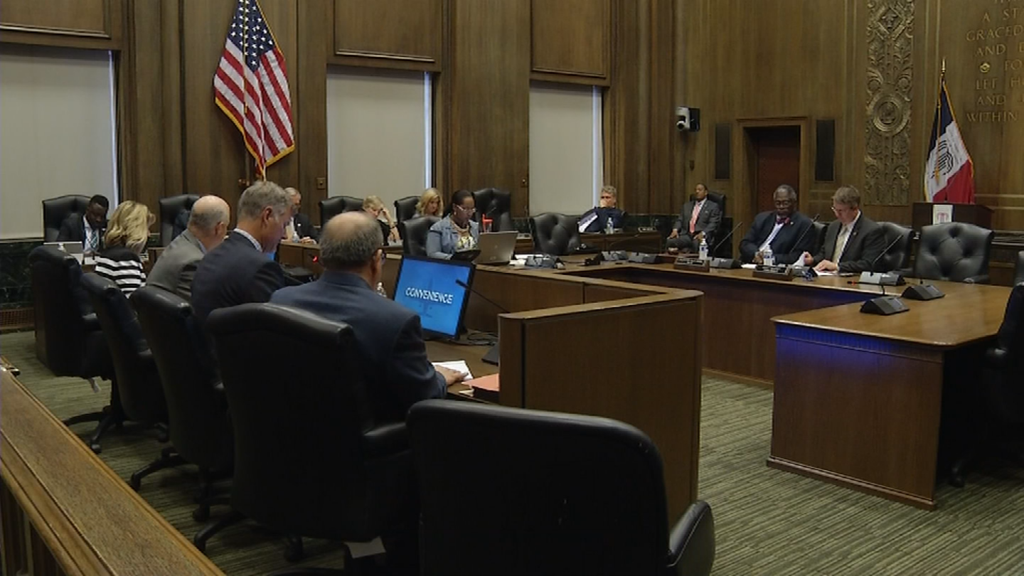 Representatives with Burns & McDonnell presented their Memorandum of Understanding to the City Council. (KCTV)