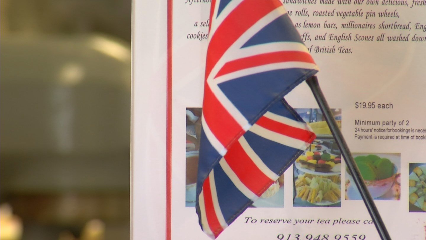 Local British-Americans are worried for their friends and family across the sea. (KCTV5)