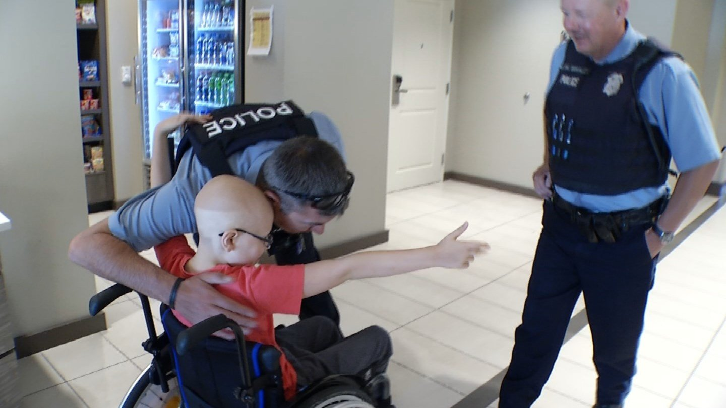 After seven months in Kansas City fighting his Ewing sarcoma, he will soon get to go home. For his dad, JeffGoodwin, who is an officer in the UK, this day was surreal. (KCTV5)