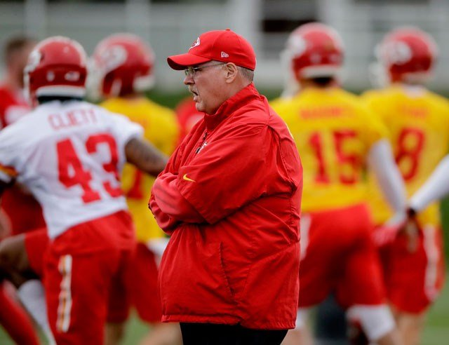 Kansas City Chiefs head coach Andy Reid watches a drill during the team's organized team activity at its NFL football training facility Wednesday, May 24, 2017, in Kansas City, Mo. (AP Photo/Charlie Riedel)