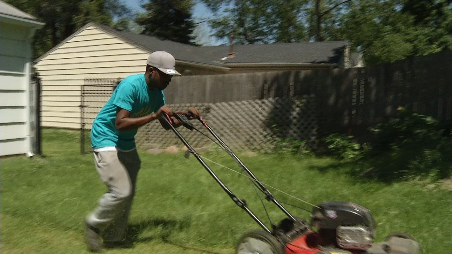 Rdney Smith Jr. , is traveling the United States with his lawn mower, offering a helping hand to those who may struggle to keep up their yards.  (KCTV5)