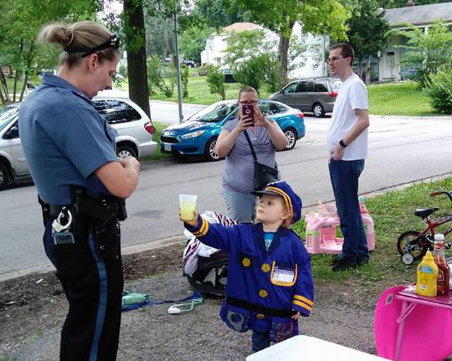 Dozens of police officers in Kansas City have made a surprise visit to the lemonade stand of a 3-year-old girl whose dream is to be an officer. (Sierra Moore/Facebook)
