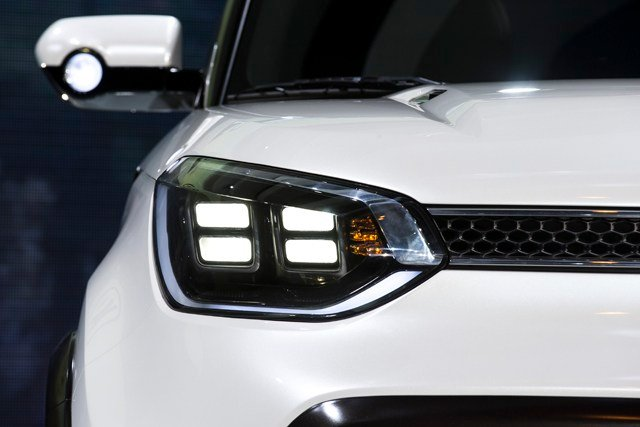 """The Insurance Institute for Highway Safety tested 37 mid-size SUVs and only two, the Volvo XC60 and the Hyundai Santa Fe, received a """"good"""" rating. (AP)"""