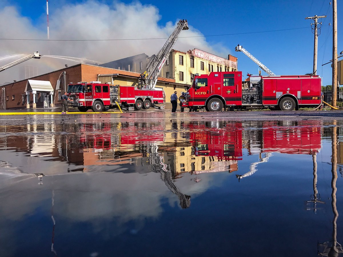 Kansas City Furniture Outlet Building Destroyed By Fire Ordered Kptv Fox 12
