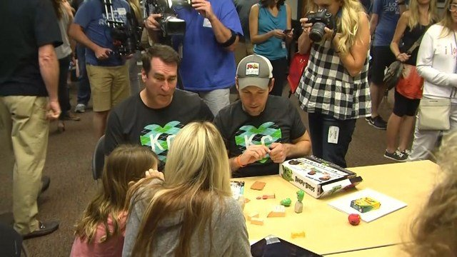 Afterward, the actors stayed to play games with children. (KCTV5)