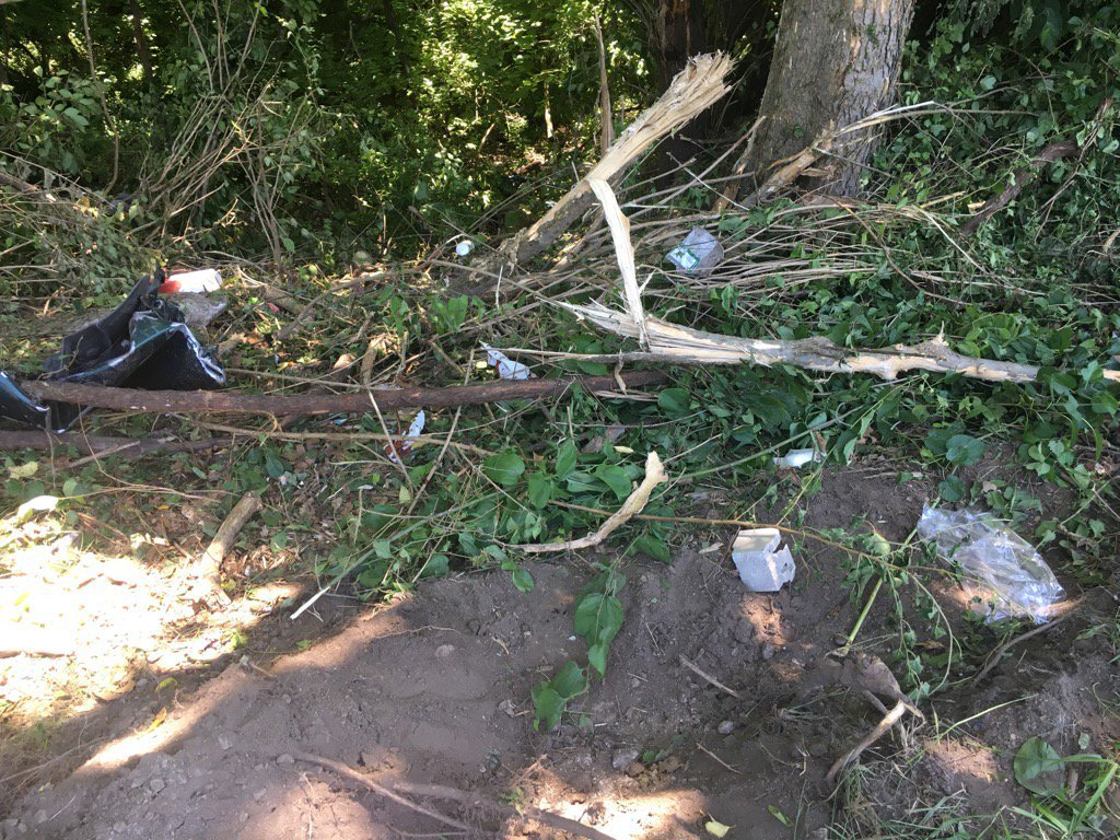 Debris at the scene of the crash. (KCTV/Natalie Davis)