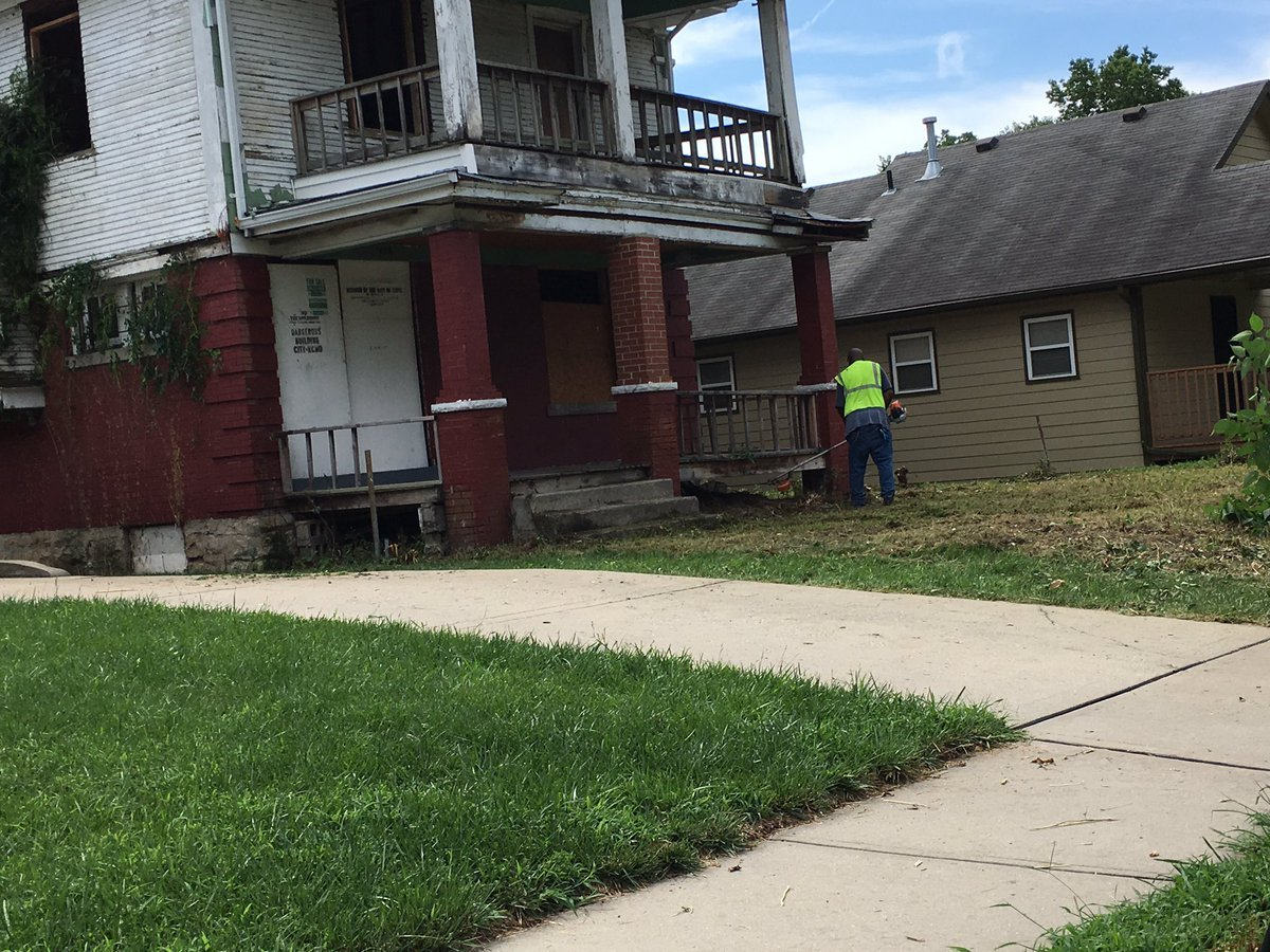 The home on Wayne Avenue have been vacant for years. (Kelli Taylor/KCTV)