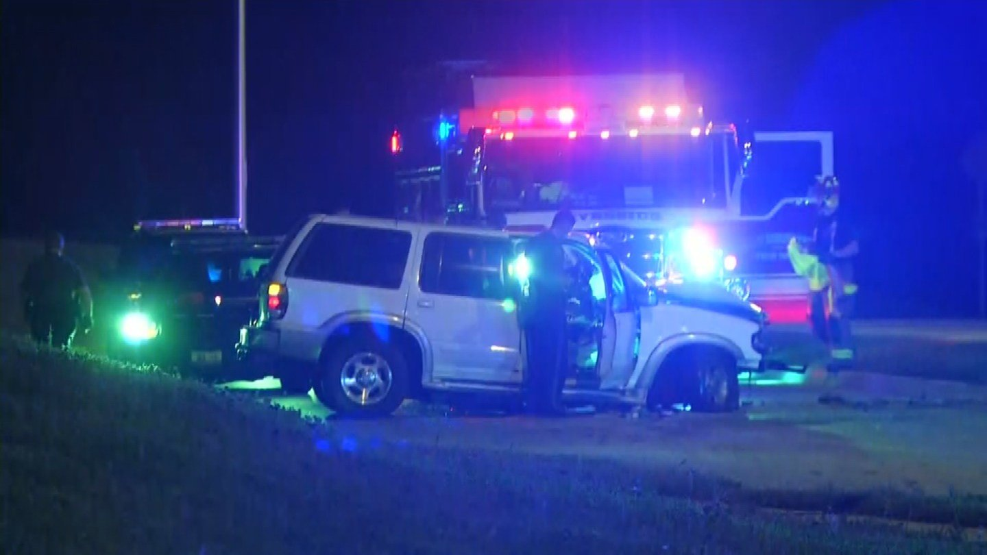 Two people were hurt after a crash in the Northland Monday morning. It happened just before 4:30 a.m. on Briarcliff Parkway near U.S. Highway 169. (KCTV5)