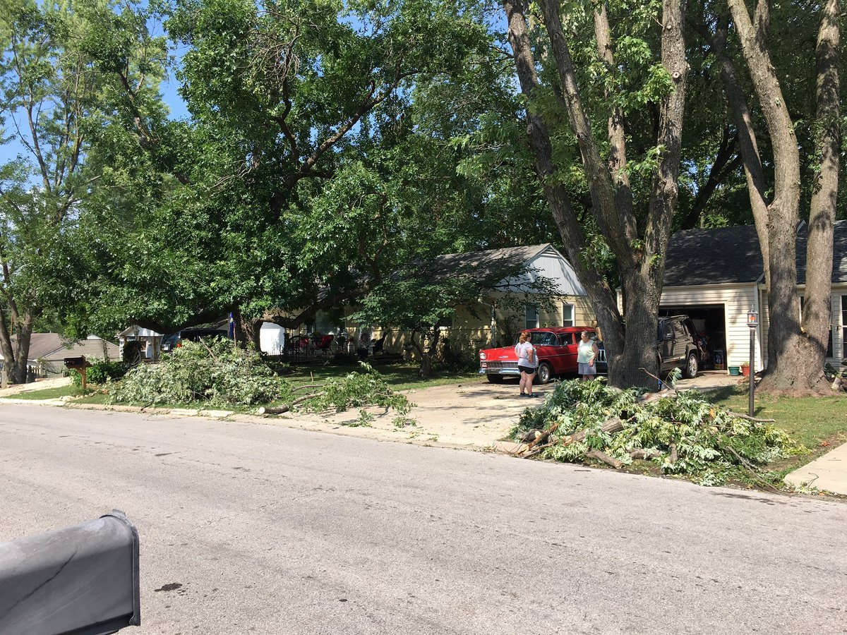 In one Kansas City, KS neighborhood, neighbors are bonding together to help each other out.(Nathan Vickers/KCTV5)