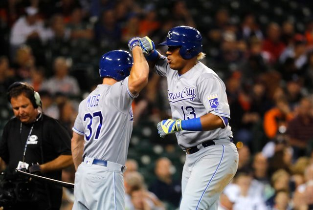 Salvador Perez and Mike Moustakas hit consecutive homers in the 12th inning.