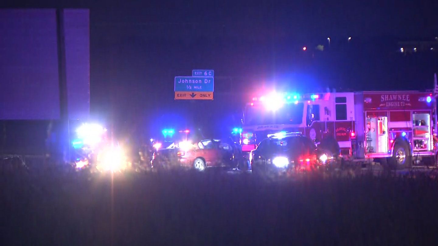 A police chase out of Gardner ended in a crash at I-435 and Shawnee Mission Parkway in Shawnee, shutting down the highway. (Dwain Crispell/KCTV5)