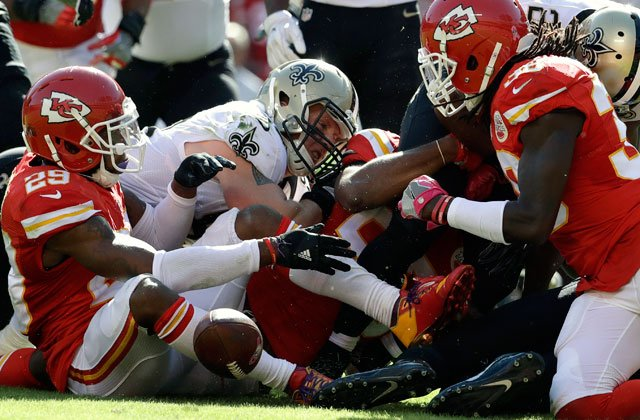Kansas City Chiefs defensive back Eric Berry (29), defensive back Ron Parker, right, and New Orleans Saints tight end Josh Hill, center left, scramble for a fumbled in Kansas City, Mo., Oct. 23, 2016. The Chiefs recovered the ball for a turnover. (AP)