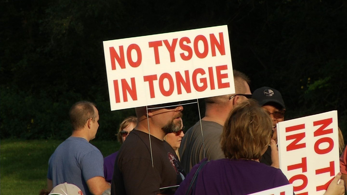 People in Tonganoxie are pushing back against Tyson's plans to build a $320 million facility. (KCTV5)