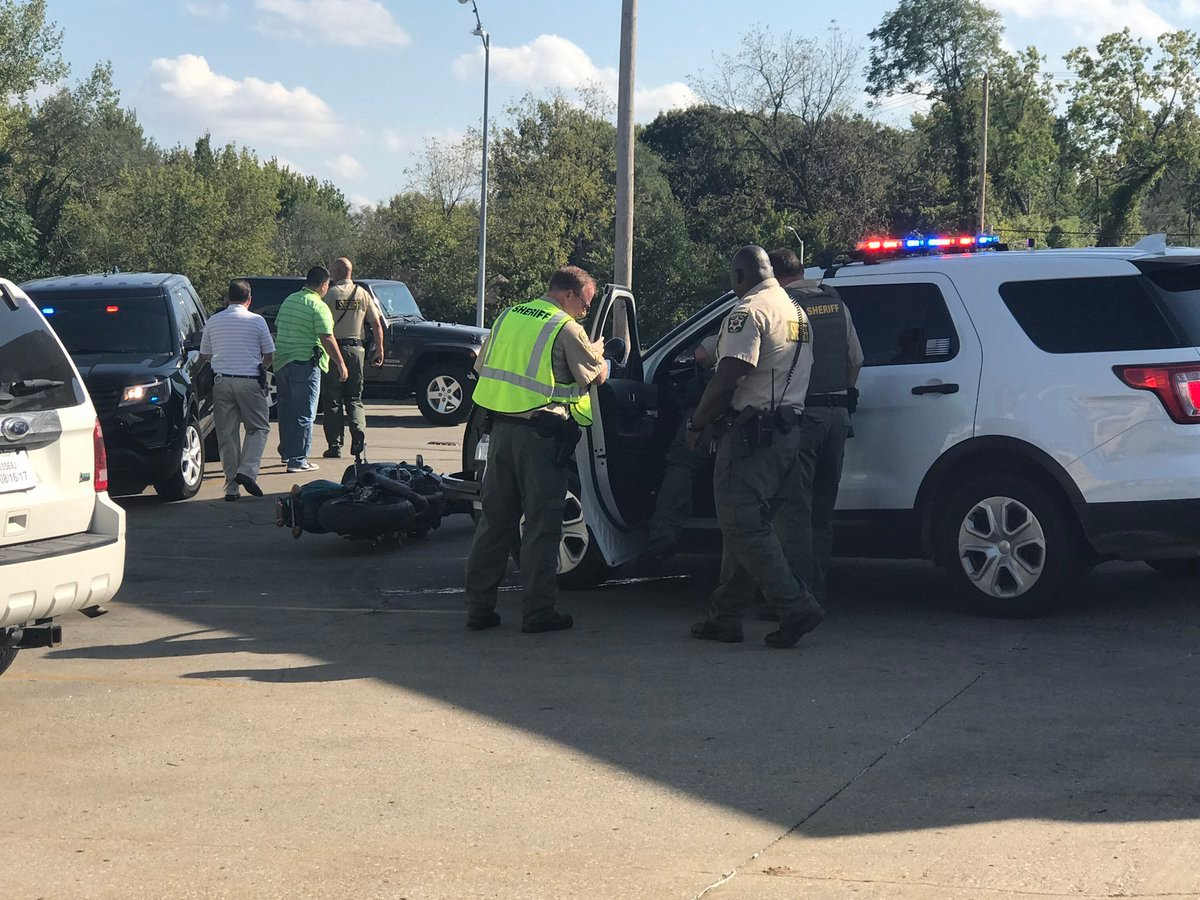 A suspect is in custody after he fought with a deputy during a short chase ended outside of a Northland gas station. (Emily Rittman/KCTV5 News)