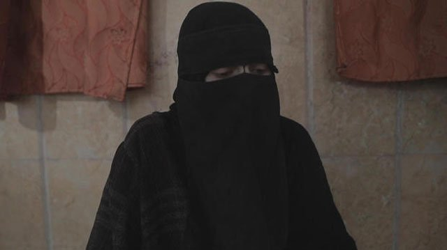 A girl from Kansas has found herself across the globe living in ISIS territory. But unlike 4,000 other civilians who are still trapped, she recently escaped. (CBS NEWS)