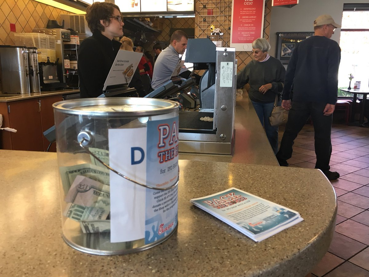 """Police teamed up with the Community Service League and Chick-Fil-A for a """"Pack the House"""" fundraiser. (Kelli Taylor/KCTV5 News)"""