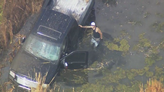 A lengthy and bizarre police chase weaved in and out of several jurisdictions in the Oklahoma City metro. (CBS)
