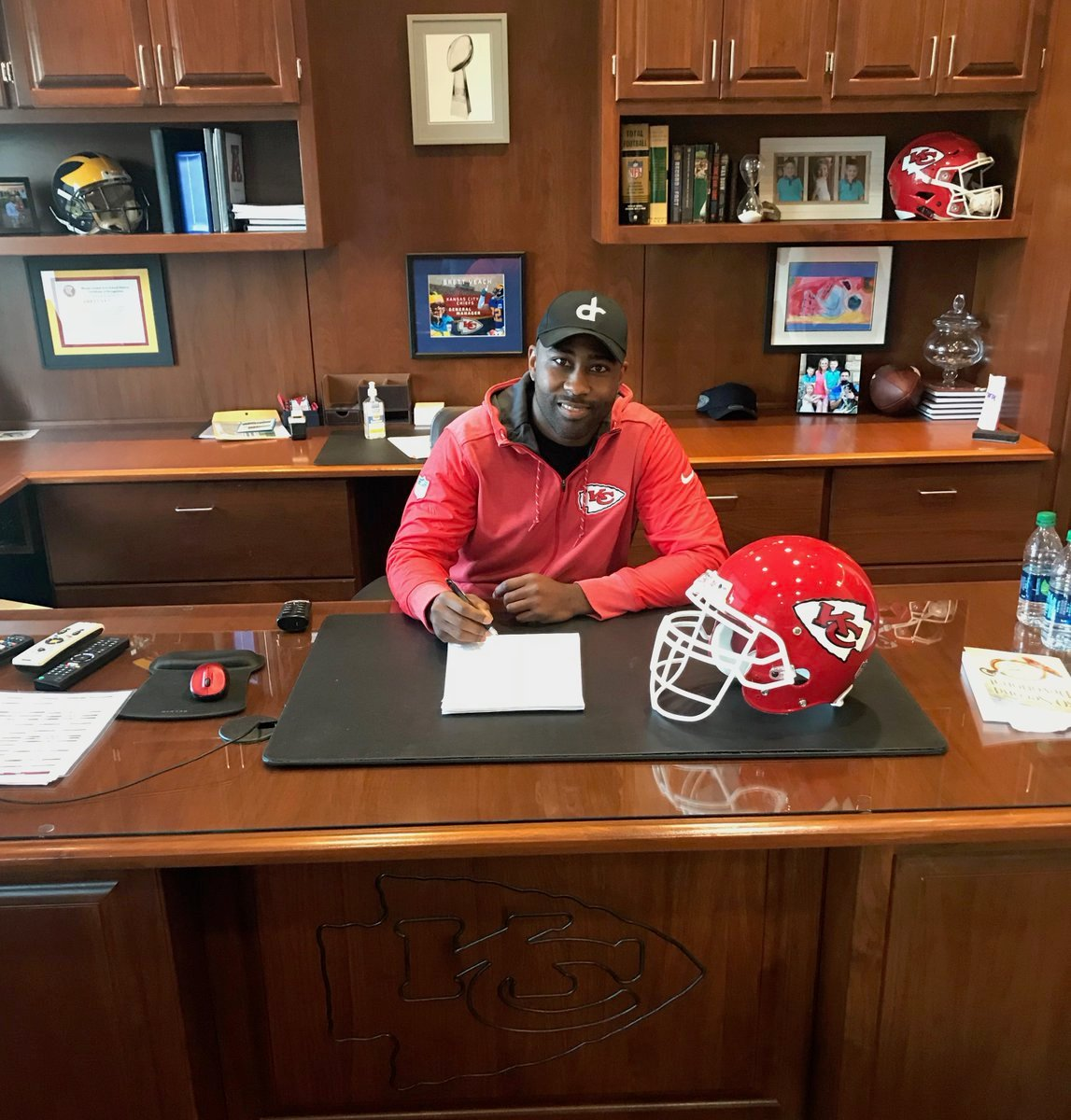 The Kansas City Chiefs have signed free agent cornerback Darrelle Revis. (Kansas City Chiefs)