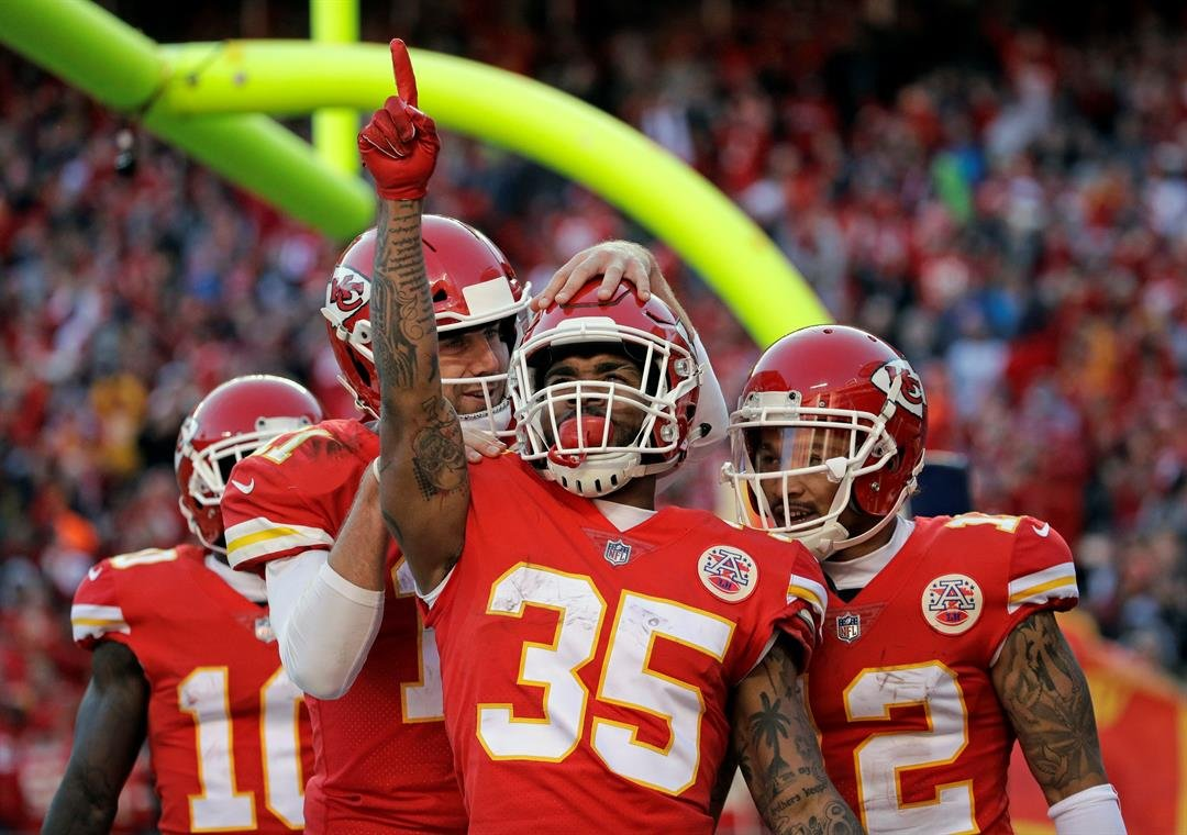 Kansas City Chiefs running back Charcandrick West (35) celebrates his touchdown against the Oakland Raiders with quarterback Alex Smith, second left, and wide receiver Albert Wilson (12) during the second half in Kansas City. (AP Photo/Charlie Riedel)