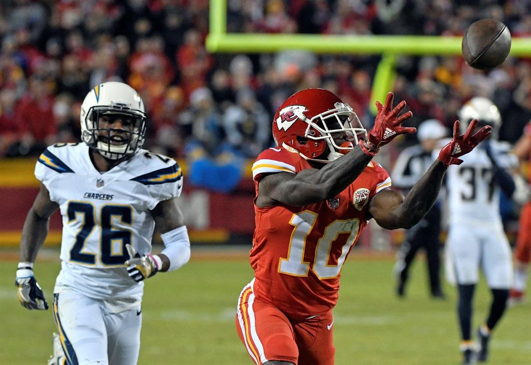 Kansas City Chiefs wide receiver Tyreek Hill (10) makes a 64-yard touchdown catch in front of Los Angeles Chargers cornerback Casey Hayward (26) during the first half of an NFL football game in Kansas City, Mo., Saturday, Dec. 16, 2017. (AP)