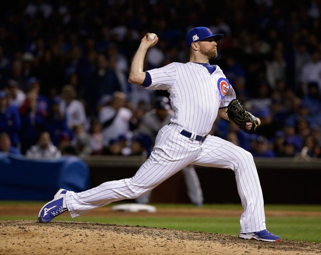 Chicago Cubs relief pitcher Wade Davis throws during the ninth inning of Game 4 of baseball's National League Championship Series against the Los Angeles Dodgers, Wednesday, Oct. 18, 2017, in Chicago. (AP Photo/Nam Y. Huh)
