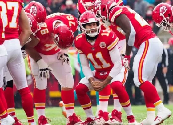 Kansas City has agreed to trade quarterback Alex Smith to Washington, a move that spells the end of Kirk Cousins' time with the Redskins and hands the Chiefs' job to Patrick Mahomes. (AP)