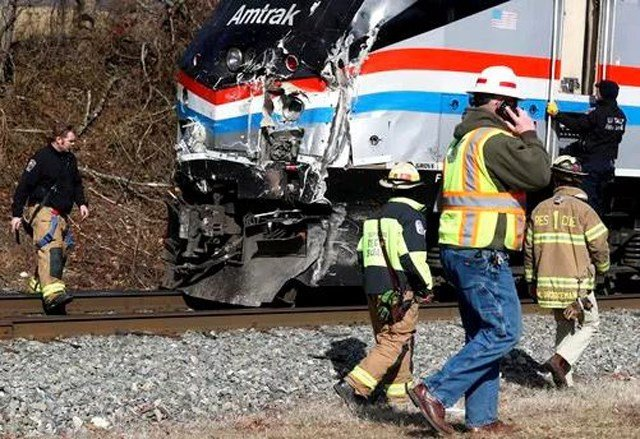 No serious injuries were reported among those aboard the chartered Amtrak train, which set out from the nation's capital with lawmakers, family members and staff for a strategy retreat. (AP)