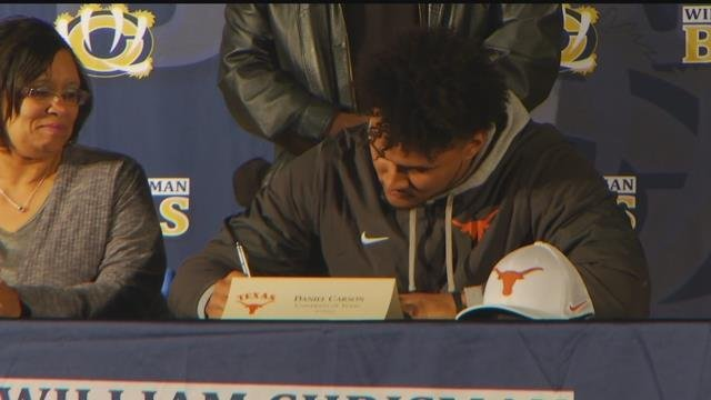 Daniel Carson signs with the University of Texas. (KCTV5)