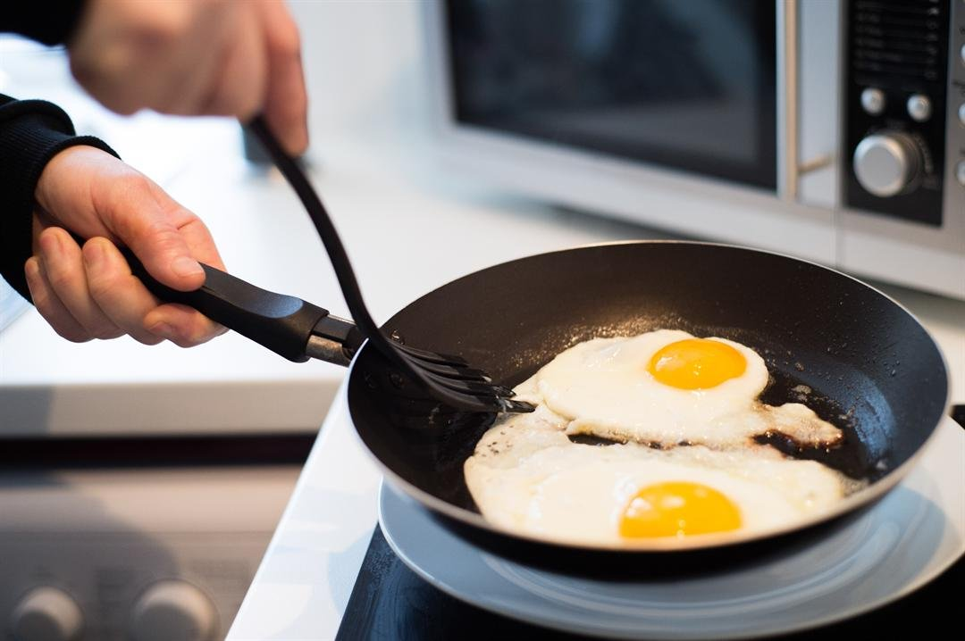 Non-stick pots and pants were created to make our lives easier, but a new study says they're also making us fatter. (Graphicstock)