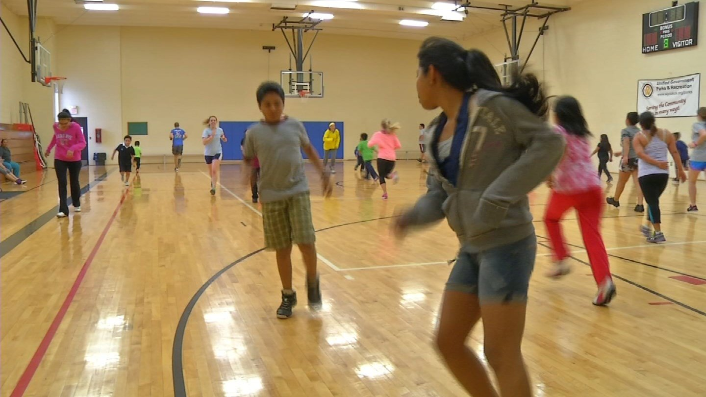Getting young kids to exercise before school could make them happier, healthier and help you out at the same time. (CBS)